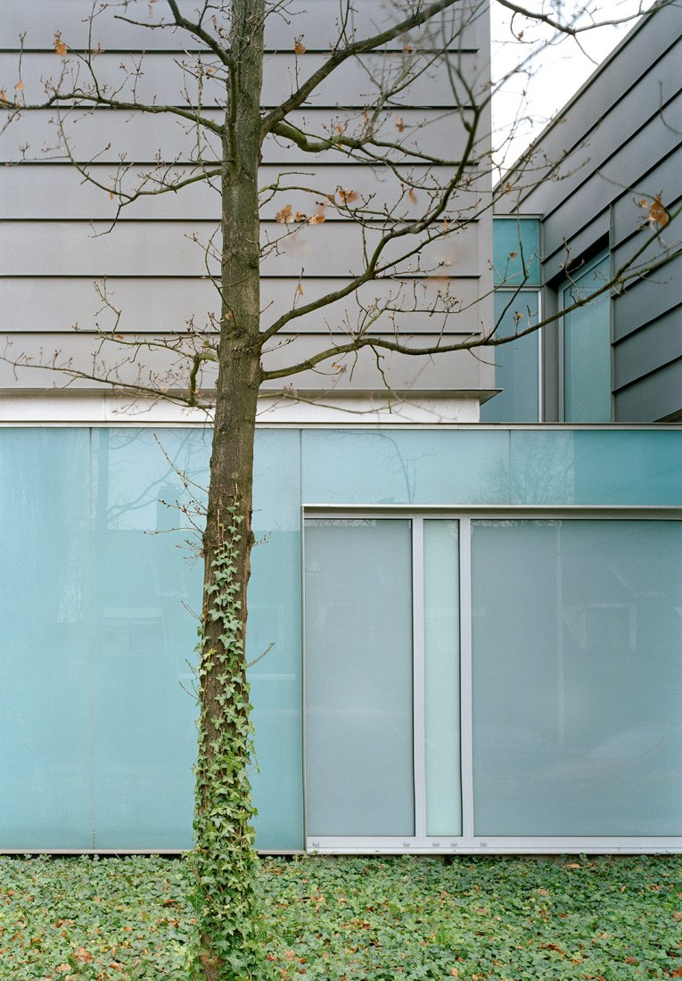 Outside detail. Villa van Zanten. Image courtesy of © Wiel Arets Architects.