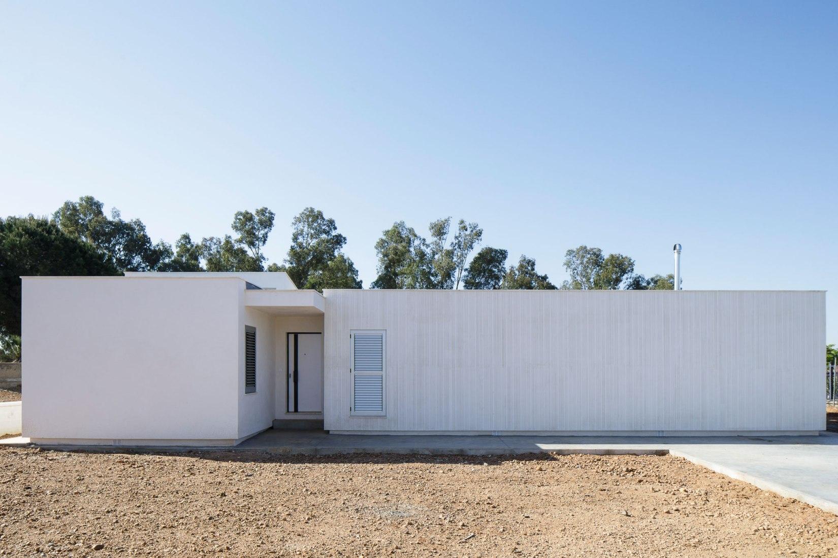 Casa en Carmona por Estudio ACTA. Fotografía por Fernando Alda.