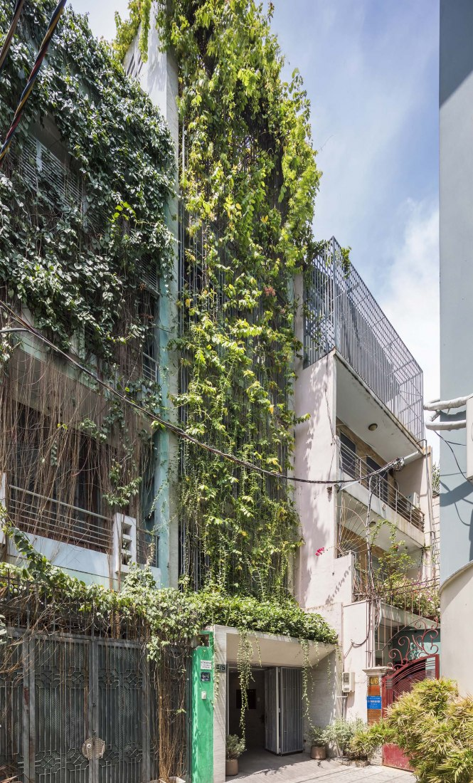Breathing house by Vo Trong Nghia Architects. Photograph by Hiroyuki Oki