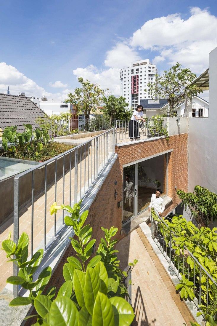 Casa Ha por Vo Trong Nghia Architects. Fotografía por Hiroyuki Oki.