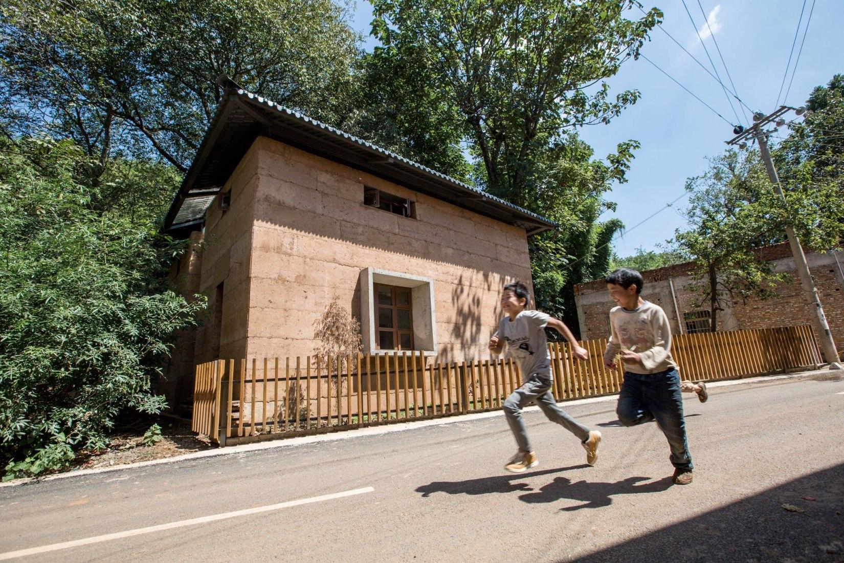 Proyecto de Reconstrucción tras el terremoto en la aldea de Guangming por la Universidad China de Hong Kong y la Universidad de Ciencia y Tecnología de Kunming. Imagen cortesía del World Architecture Festival