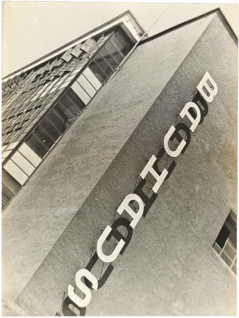 Edificio de la Bauhaus, Dessau, 1930-32. Fotografía por Makoto Yamawaki.