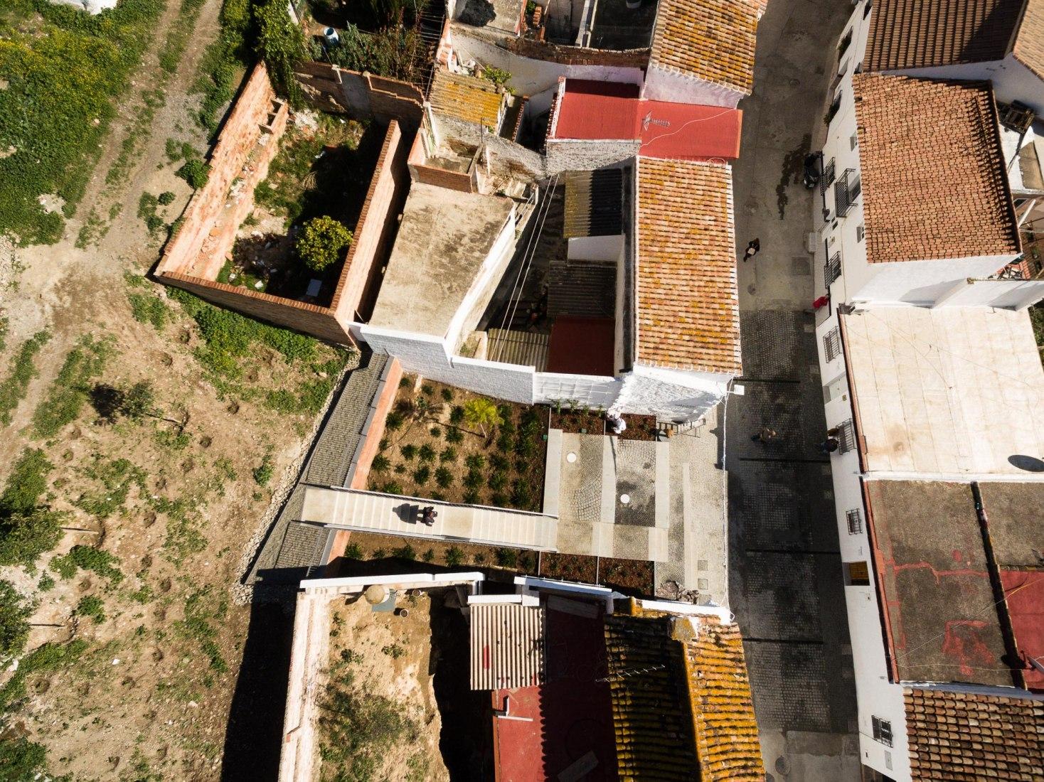 Vista aerea. Compás de las Ánimas y del Nazareno por WaterScales arquitectos. Fotografía © Fernando Alda