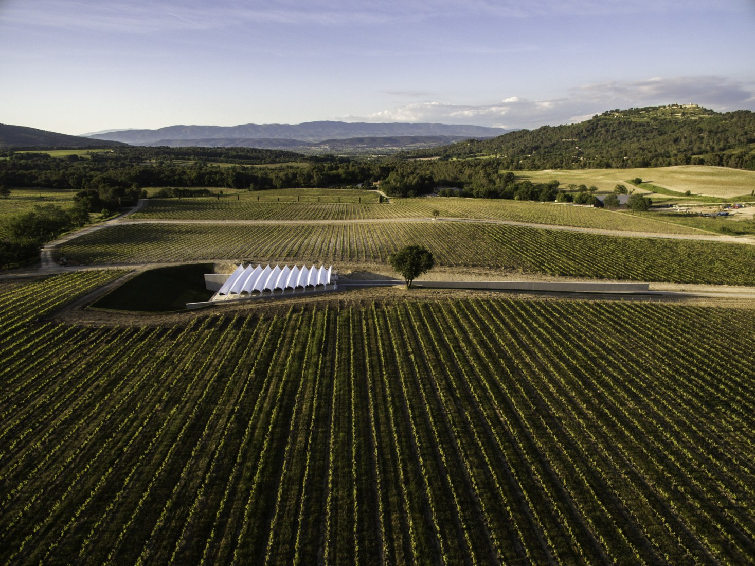 New Renzo Piano Photography Pavilion at Château La Coste. Photograph © Stéphane Aboudaram / WE ARE CONTENT(S).