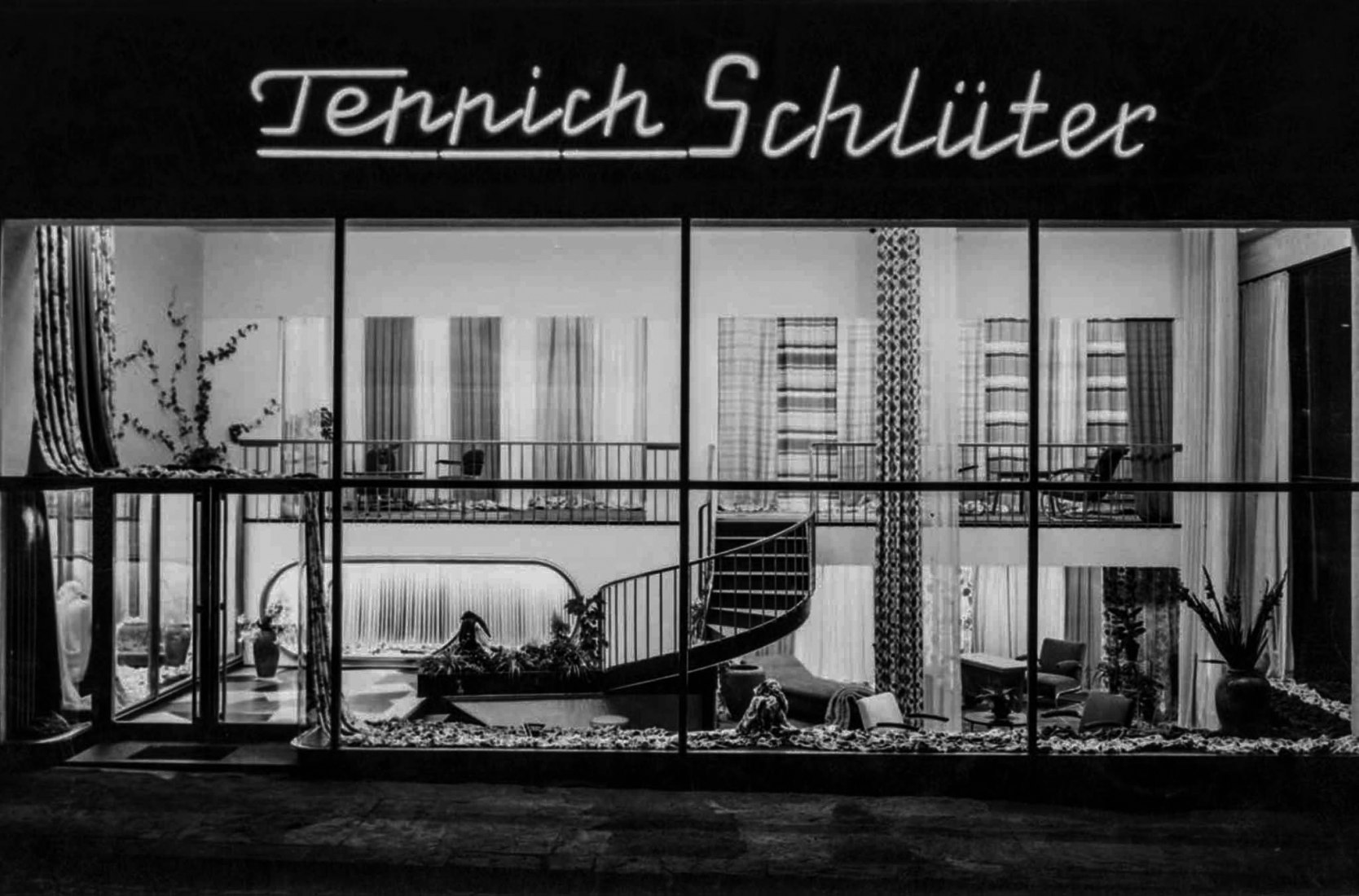 Design and extension for the upholstery shop Teppich-Schlüter (1950), by Wera Meyer-Waldeck.