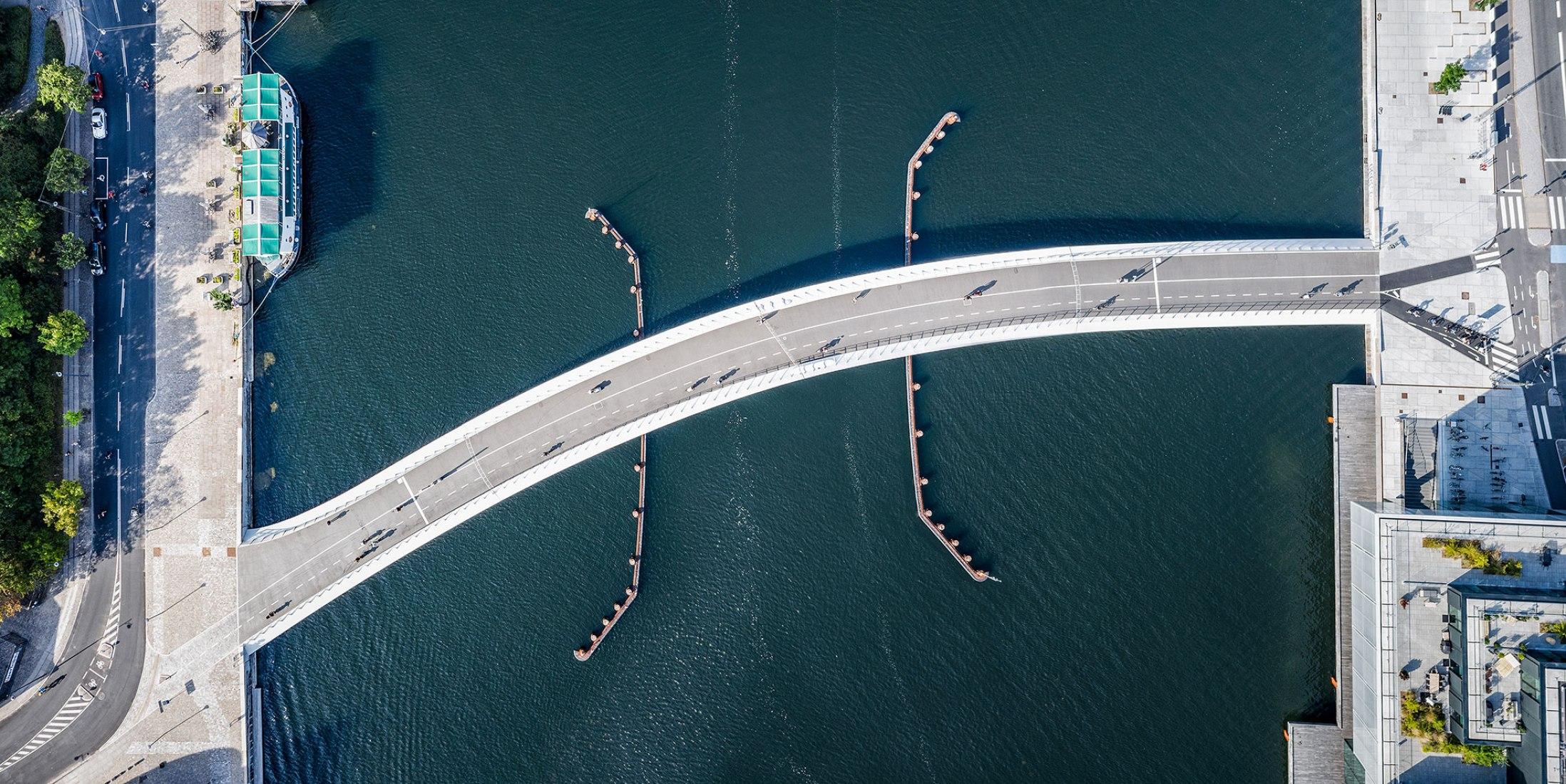 Lille Langebro cycle and pedestrian bridge by WilkinsonEyre. Photograph by Rasmus Hjortshøj / Realdania By & Byg.