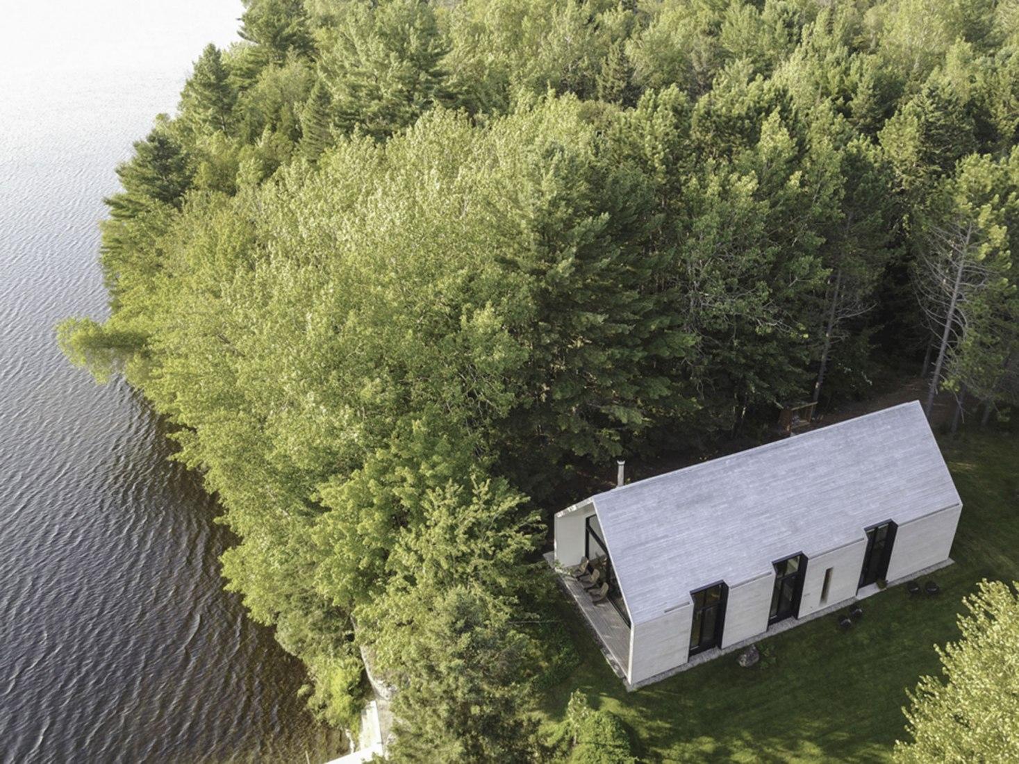Vista aérea. Ventana al lago por YH2 Architecture. Fotografía © Francis Pelletier