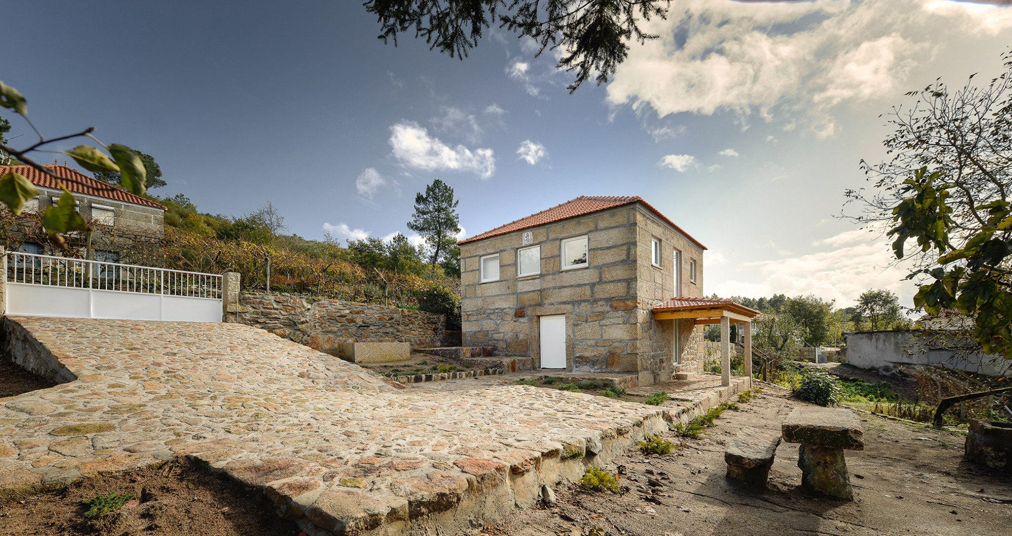 Wood structure inside stone walls by Corpo Atelier. Photograph © Ricardo Oliveira Alves