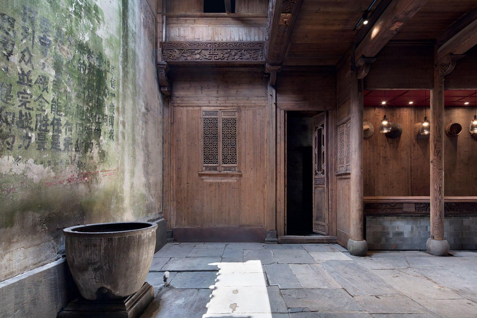 Hotel Wuyuan Skywells Hotel por anySCALE Architecture Design. Fotografía por Xia Zhi