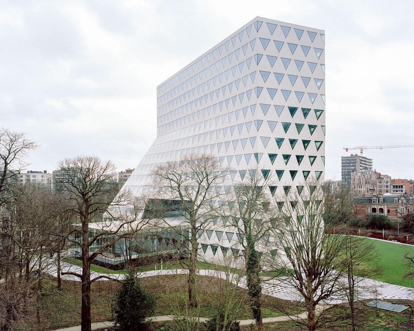 Delegación provincial de Amberes por Xaveer De Geyter Architects. Fotografía por Maxime Delvaux.