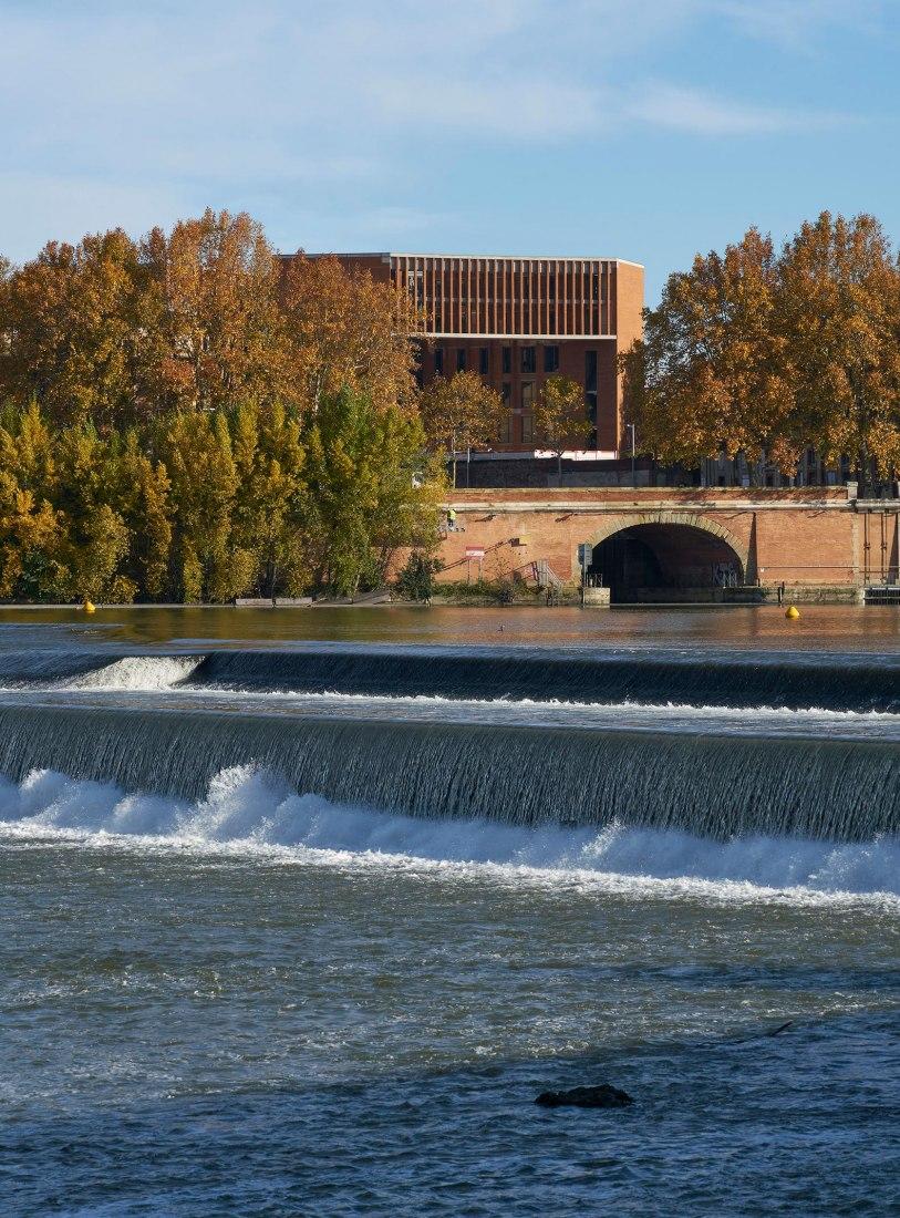 Université Toulouse 1 Capitole, escuela de economía, fotografía cortesía de Dennis Gilbert