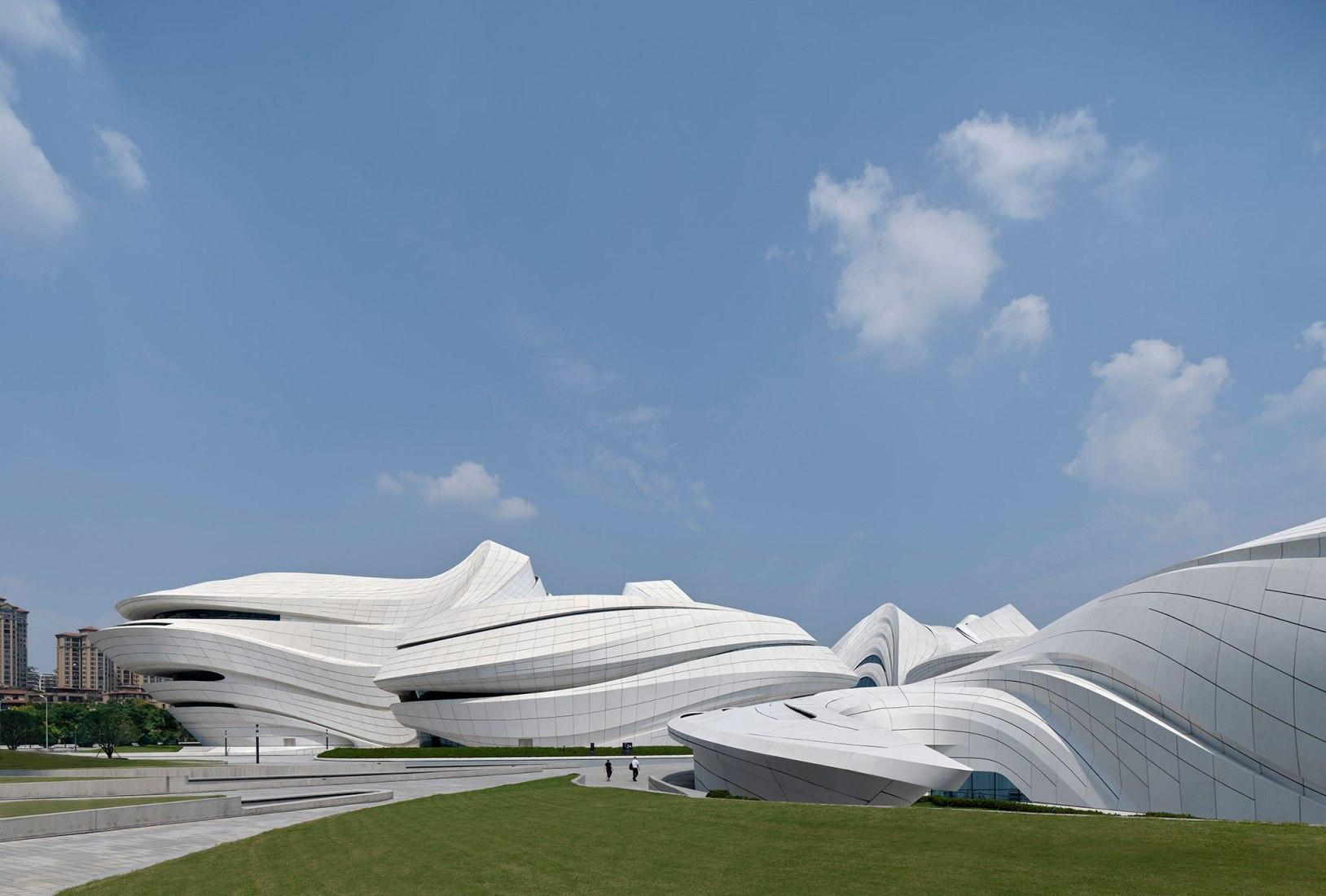 Centro Internacional de Cultura y Arte Changsha Meixihu por Zaha Hadid Architects. Fotografía por Virgile Simon Bertrand