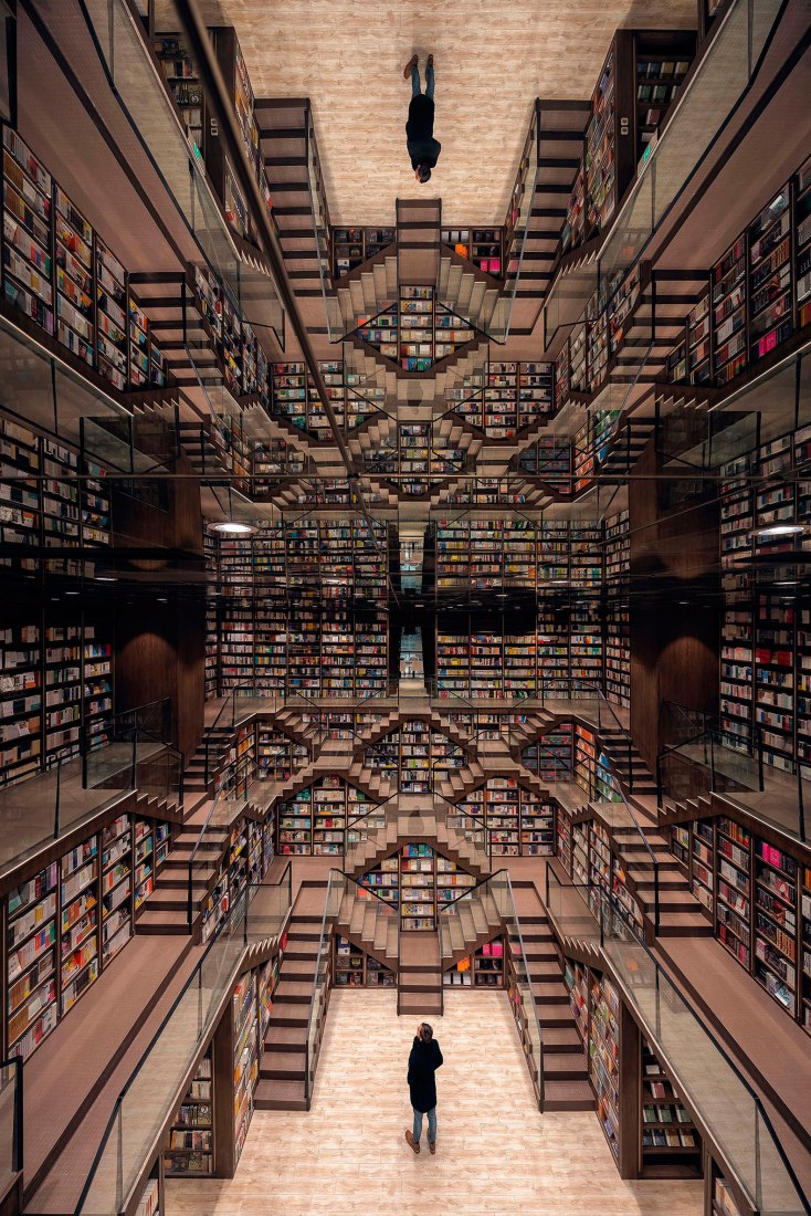 Ladder hall. Zhongshuge Bookstore by X+LIVING. Photograph by Shao Feng.