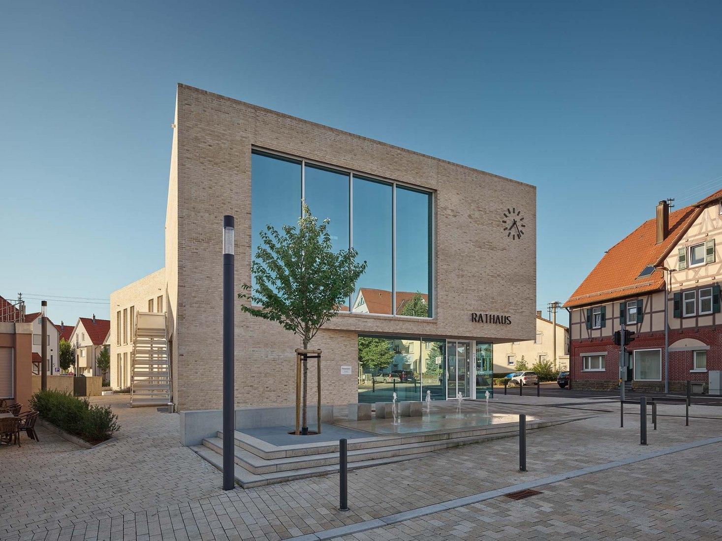 Nuevo edificio del Ayuntamiento de Baltmannsweiler por Zoll Architekten. Fotografía por Zooey Braun