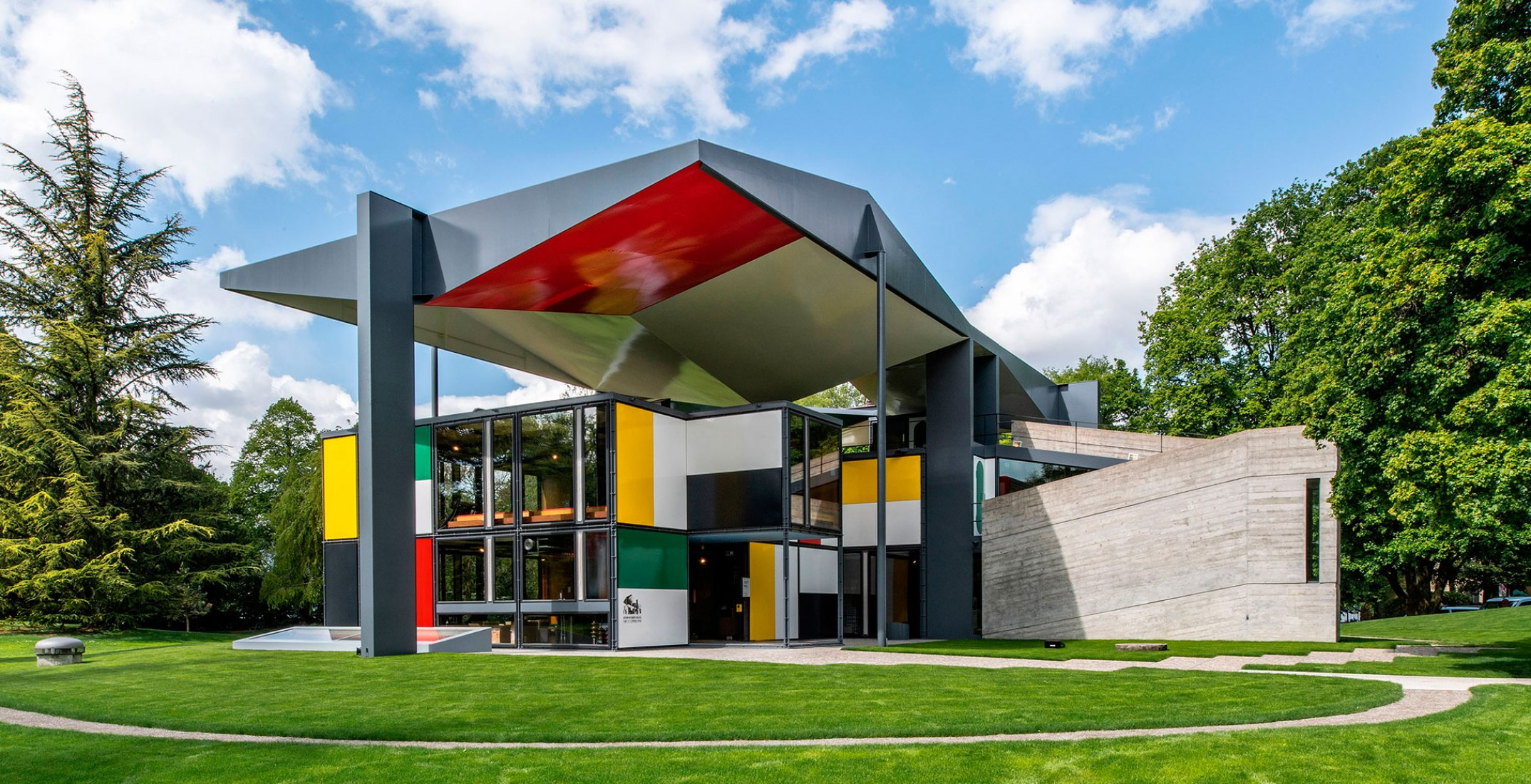 Outside view. Zurich Pavillon Le Corbusier, reopened. Image courtesy of ZHdK.