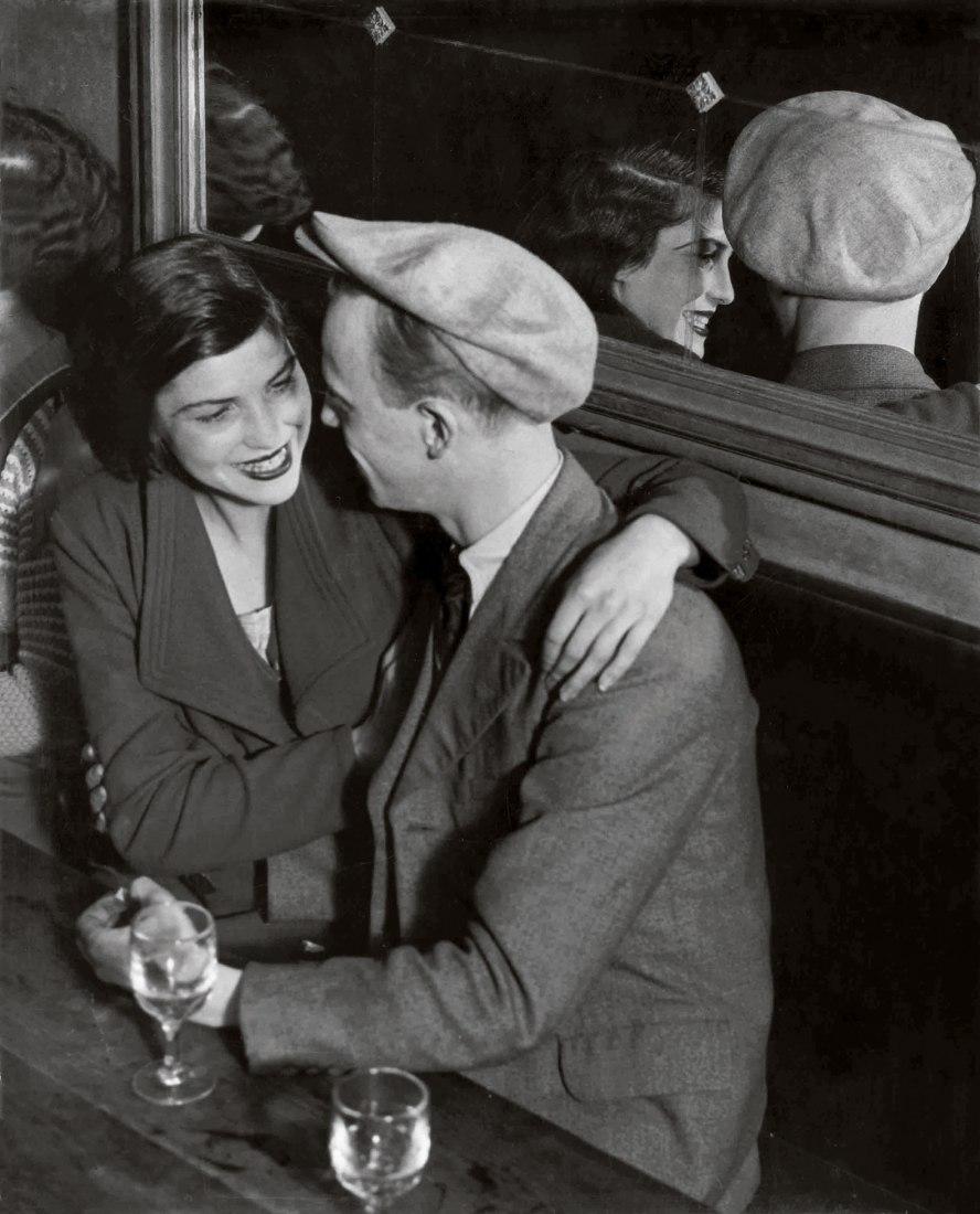 Brassaï, Bal des Quatre Saisons, rue de Lappe. c. 1932, 49,8 x 40,4 cm [Plaisirs 2] Estate Brassaï Succession, París. © Estate Brassaï Succession, Paríss