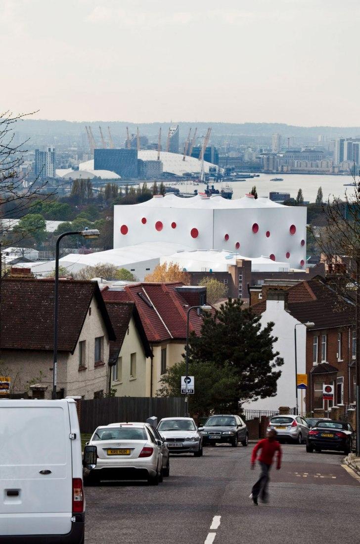Vista desde el exterior. Pabellón de Tiro, Londres 2012. Por Magma Architecture. Fotografía © J.L. Diehl.