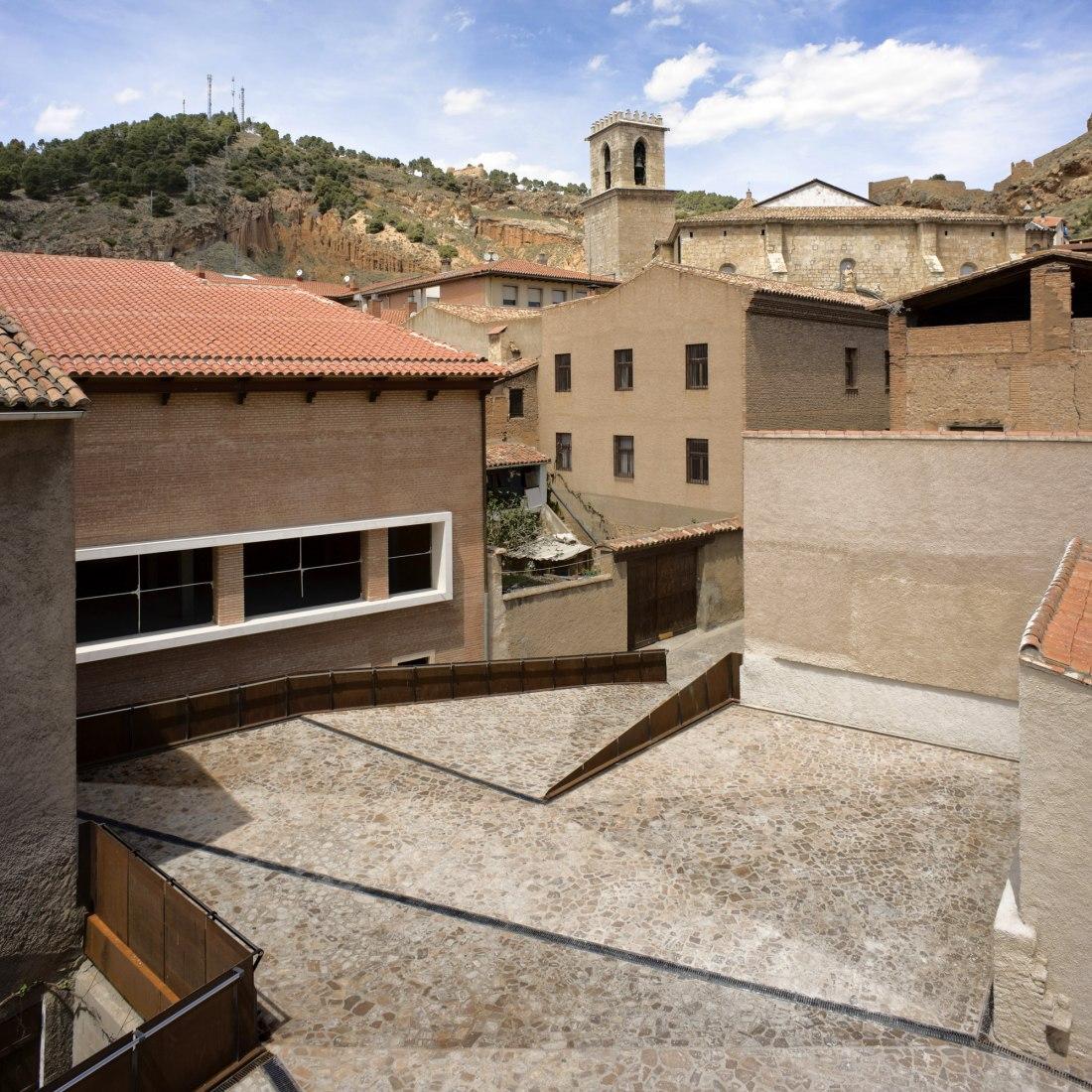 Outside vision. Archaeological space in Daroca by Sergio Sebastian. Photograph © Gabriel López.