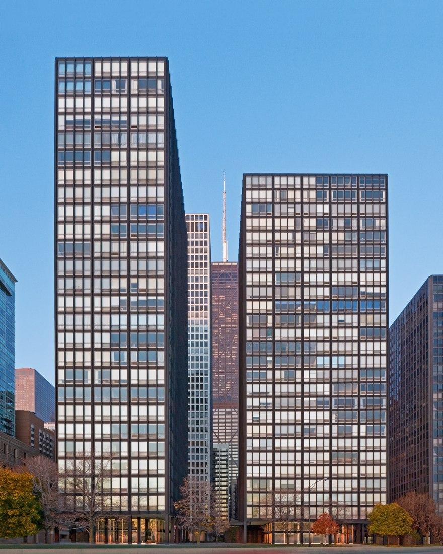 Vista de día, Restauración de Mies van der Rohe: Apartamentos 860-880 de Lake Shore Drive por Krueck and Sexton Architects. Fotografía © Bill Zbaren.