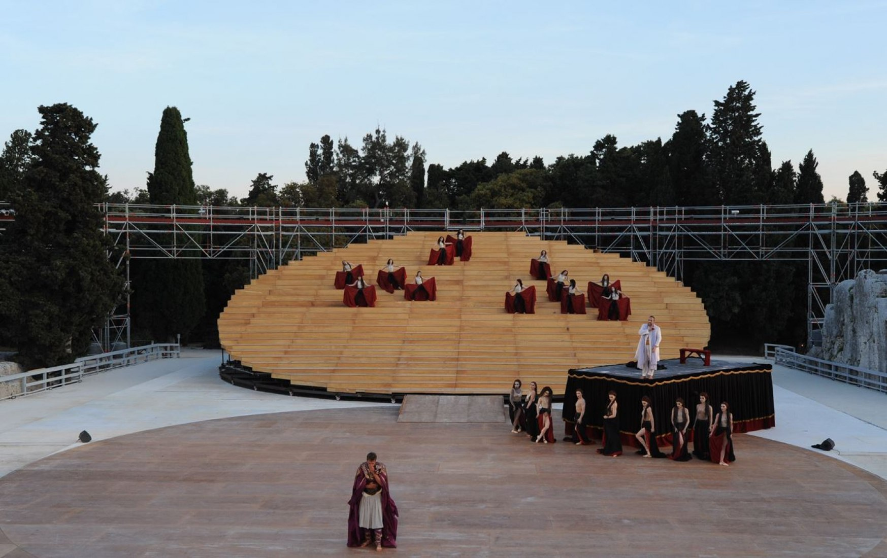 Semicircle of the amphitheater completed with the ring. By OMA © All rights reserved.