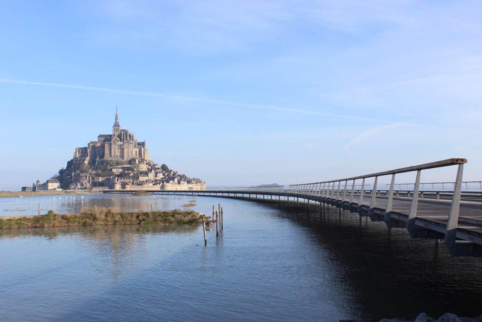 Pasarela del Mont-Saint-Michel por Dietmar Feichtinger Architectes. Fotografía © Mathias Neveling.