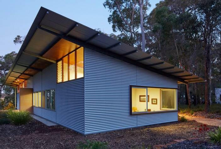 Among bush and trees. Bush House by Archterra Architects | The ...
