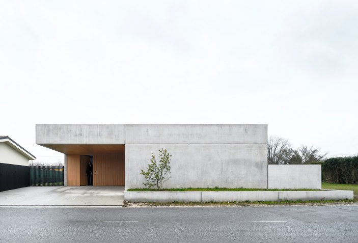 Crafts And Concrete House For A Ceramic Designer By Arhitektura