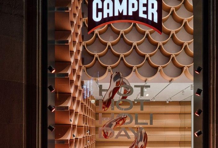 Camper Paseo de Gracia por Kengo Kuma. Fotografía por ImagenSubliminal(MigueldeGuzman+RocioRomero)