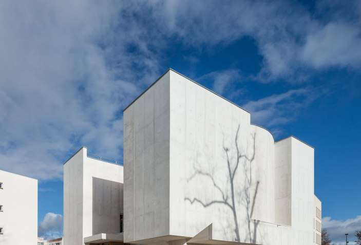 Alvaro Siza Completes The Saint Jacques De La Lande Church The Strength Of Architecture From 1998